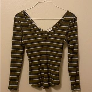 Scoop neck long sleeve olive green shirt.